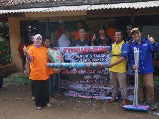Bikers-Juga-Ikut-Peduli-Bencana-Banjir-dan-Longsor-Lebak-Banten