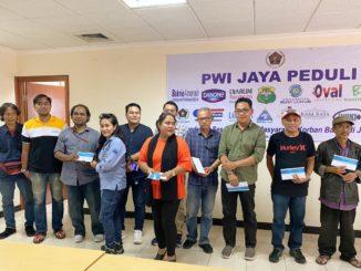 PWI-Jaya-Peduli-Berikan-Donasi-Untuk-Keluarga-Wartawan-Yang-Terdampak-Banjir