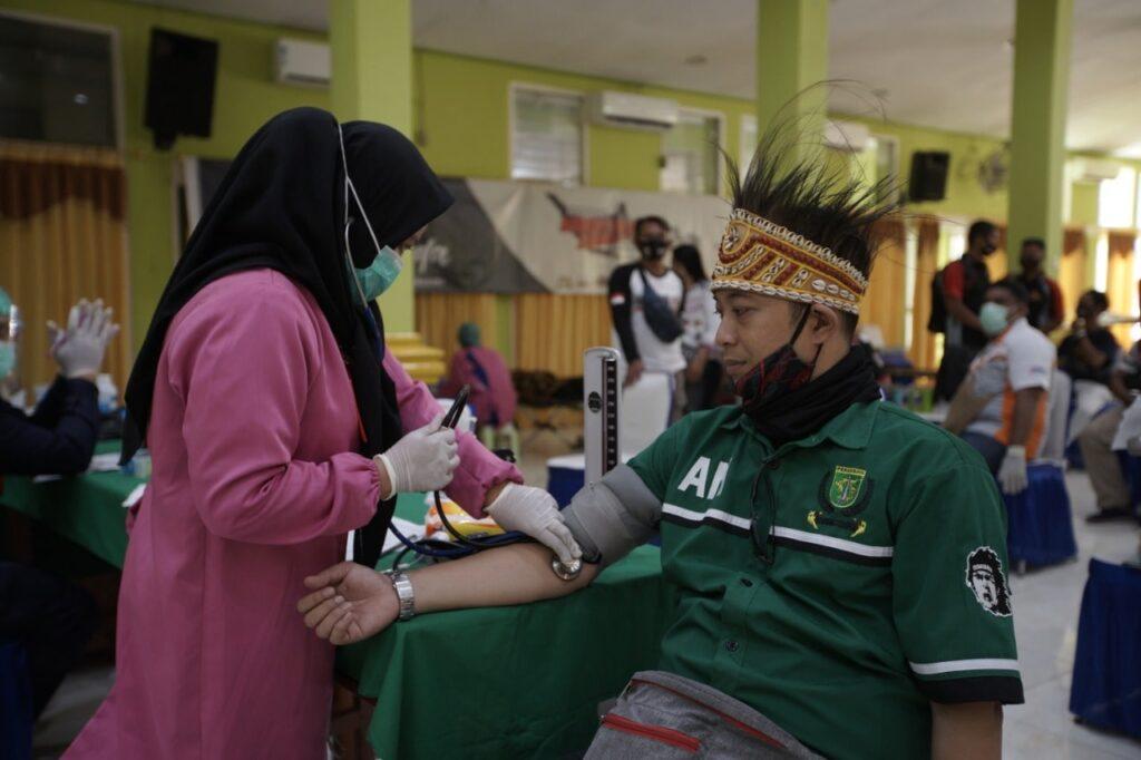 BAKTI-SOSIAL-DI-SELENGGARAKAN-OLEH-KOLABORASI-KOMUNITAS-INDONESIA-TIMUR (5)