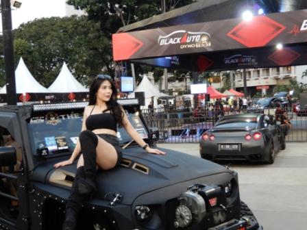 Model-Model-Cantik-BlackAuto-Battle-2019-Parkiimur-Senayan