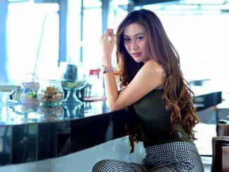 Model-Yunie-Kianaila-Pendapatnya-Mengenai-Cowo-Hobi Automotif