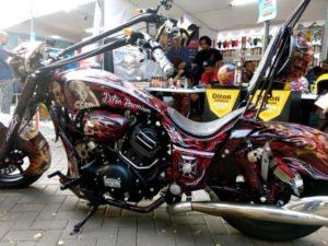 Motornya-Jacklyn-Choppers-di-Cat-Pakai-Diton-Premium