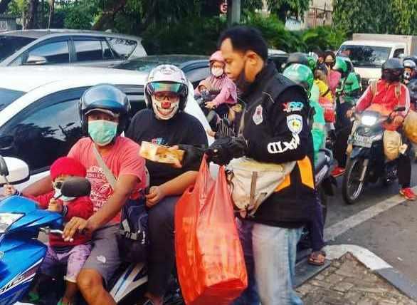 Max ID Jakarta Selatan Berbagi Takjil dan Berbuka Puasa Bersama di Bulan Ramadhan (3)