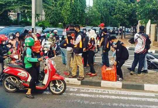Max ID Jakarta Selatan Berbagi Takjil dan Berbuka Puasa Bersama di Bulan Ramadhan (4)